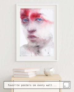 Das Bild zeigt ein Einrichtungsbeispiel mit dem Motiv RED SHADE von Agnes Cecile als Wandbild
