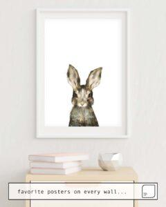Das Bild zeigt ein Einrichtungsbeispiel mit dem Motiv LITTLE RABBIT von Amy Hamilton als Wandbild