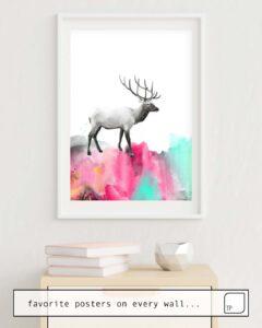La photo montre un exemple d'ameublement avec le motif WILD NO. 2 // ELK par Amy Hamilton comme peinture murale
