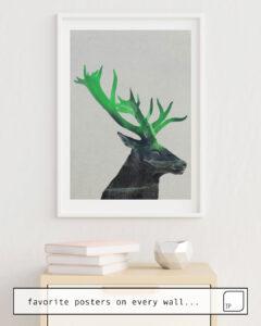 Das Bild zeigt ein Einrichtungsbeispiel mit dem Motiv DEER IN THE AURORA BOREALIS von Andreas Lie als Wandbild