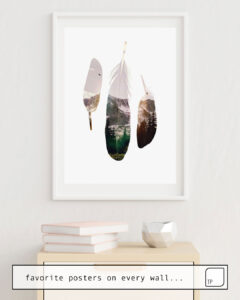 Das Bild zeigt ein Einrichtungsbeispiel mit dem Motiv FEATHERS von Andreas Lie als Wandbild