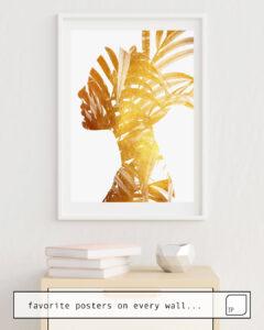 La photo montre un exemple d'ameublement avec le motif GOLDEN LEAVES par Andreas Lie comme peinture murale