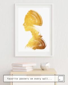 Das Bild zeigt ein Einrichtungsbeispiel mit dem Motiv SEE - GOLD EDITION von Andreas Lie als Wandbild