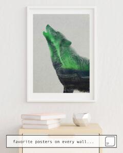 Das Bild zeigt ein Einrichtungsbeispiel mit dem Motiv WOLF HOWLING IN THE AURORA BOREALIS von Andreas Lie als Wandbild