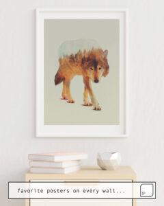 Das Bild zeigt ein Einrichtungsbeispiel mit dem Motiv WOLF IN THE WOODS #2 von Andreas Lie als Wandbild
