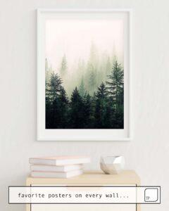 Das Bild zeigt ein Einrichtungsbeispiel mit dem Motiv FOGGY PINE TREES von Andreas12 als Wandbild
