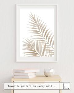 La photo montre un exemple d'ameublement avec le motif BEIGE LEAVES par Art by ASolo comme peinture murale