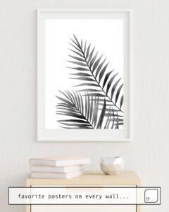 Das Bild zeigt ein Einrichtungsbeispiel mit dem Motiv BLACK AND WHITE LEAVES. von Art by ASolo als Wandbild