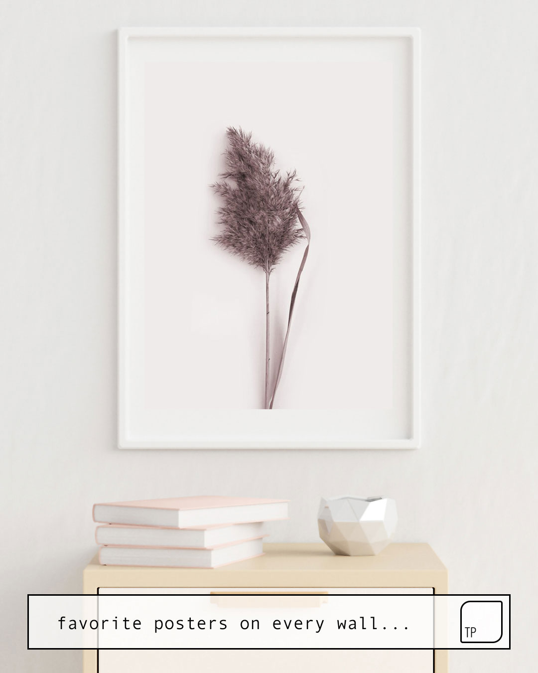La photo montre un exemple d'ameublement avec le motif DRIED PAMPAS GRASS par Art by ASolo comme peinture murale