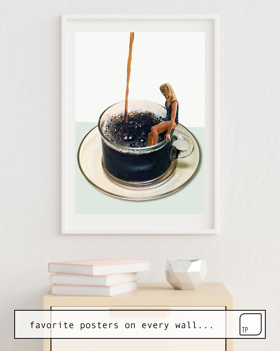 La photo montre un exemple d'ameublement avec le motif COFFEE par Beth Hoeckel comme peinture murale