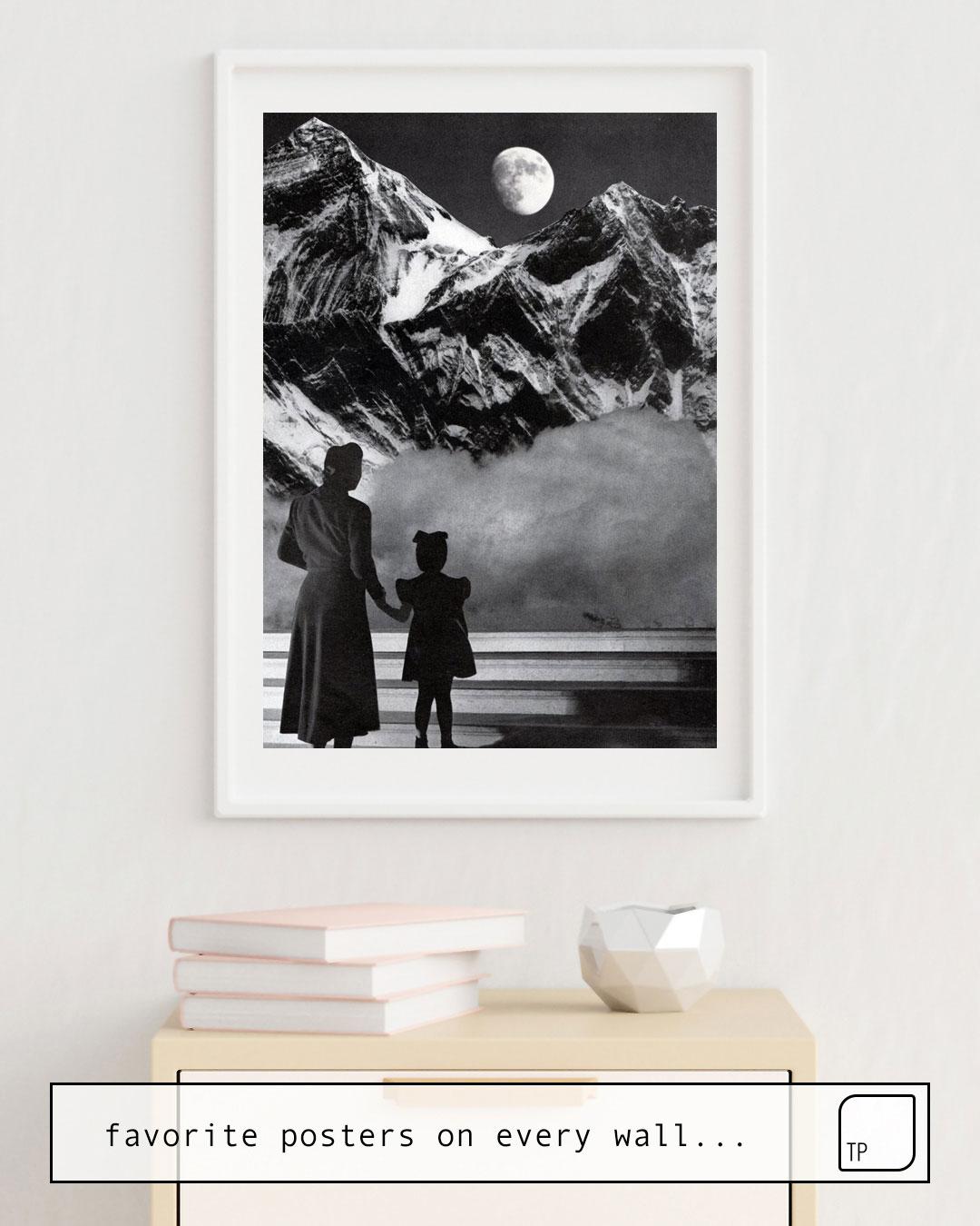 La photo montre un exemple d'ameublement avec le motif HOLY MOUNTAIN par Beth Hoeckel comme peinture murale