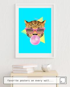 Das Bild zeigt ein Einrichtungsbeispiel mit dem Motiv BUBBLE GUM LEO von Robert Farkas als Wandbild