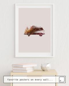 Das Bild zeigt ein Einrichtungsbeispiel mit dem Motiv DRIVE ME BACK HOME von Robert Farkas als Wandbild