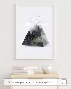 Das Bild zeigt ein Einrichtungsbeispiel mit dem Motiv FOREST TRIANGLE von Robert Farkas als Wandbild