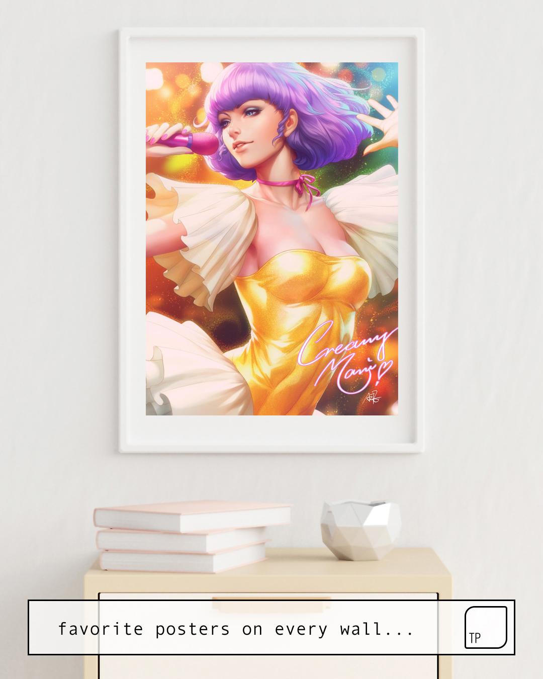 La photo montre un exemple d'ameublement avec le motif CREAMY MAMI FOREVER par Stanley Artgerm Lau comme peinture murale